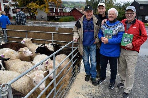 Hans Hjelstuen, Knut Evensen, Øyvind Myhrsveen og Sigurd Krekke utgjør redaksjonskomiteen som står bak historien om Fåvang sau og geit gjennom 70 år.