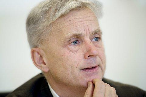 TILSYN: Fylkesmann Knut Storberget bør melde sin interesse for ivaretakelse av pasientenes sikkerhet i Innlandet.