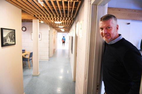 SKIFTER BEITE: Ola Helstad på plass i kommunehuset som ny rådmann i Sel, januar 2020. Nå går ferden til Nordre Land. Der vil han jobbe i administrasjonssenteret på Dokka, som i 2009 ble proklamert som en «landsby» av daværende statsråd Magnhild Meltveit Kleppa og ordfører Liv Solveig Alfstad.