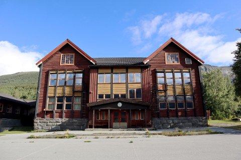 Marlo skule har huset mange elever gjennom sin nær 100 år lange historie. Hovedbygningen er et solid bygg i laftet tømmer.