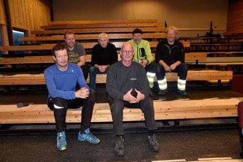 Torstein Sperstad, Kai Rune Melby, Geir Inge Guldbrandsen, Gudbrand Skjaak, Terje Kveen og Stein Arne Melby jobber med å ferdiggjøre amfiet.