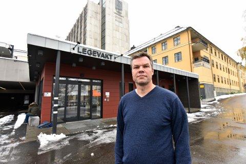 Morten Bergkåsa, kommuneoverlege for Lillehammer kommune, er en av de som stiller på pressekonferansen.