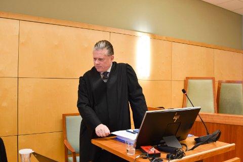 ADVOKAT: Håkon Laugerud representerer mannen som gjennom mange år både på barneskolen og ungdomsskolen skal ha blitt utsatt for mobbing.