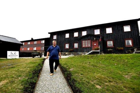 Styreleder Pål Berthling Hansen.går med nye planer for utvikling av Mysusæter. Selskapet har to hoteller på Mysusæter, Rondane Høyfjellshotell og Rondane Fjellstue. Her er Berthling Hansen avbilet ved fjellstua.