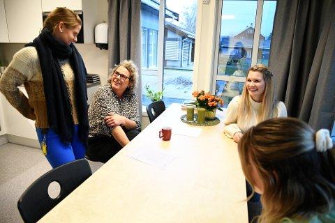 Siv Magnhild Myhrsveen, Mariann Isumhaugen, Lena Østlie og Anki Pettersen er strålende fornøyd med nye lokaler. SVEIP FOR Å SE FLERE BILDER
