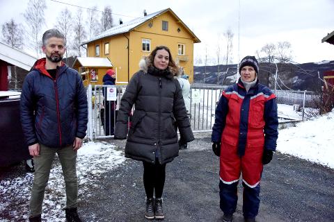 BEKYMRET: Terje Mosveen og Mette Sønderskov i barnehagestyret i Dulven friluftsbarnehage på Tretten sammen med daglig leder Tora Kristin Frøyse.