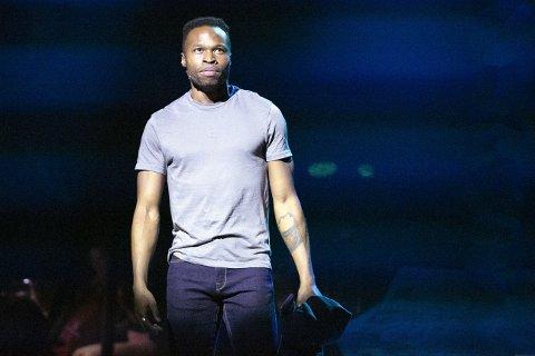 Sondre «Sondrey» Mulongo Nystrøm fra Øyer spiller Tonyi «West Side Story» på Chateu Neuf. Nå fikk han en ufrivillig pause etter bare fire forestillinger.