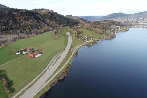 TUNNEL: Det nye tunnelpåslaget i Øyresvika og av- og påkjøringen til og fra Lillehammer, slik Nye Veier ser løsningen per i dag. Til venstre garden Boleng.