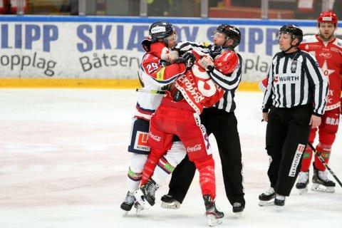 Christian Fosse og Mikael Mikalsen havnet i basketak etter bare fem minutters spill i kampen mellom Stjernen og Lillehammer, og fikk en tur i utvisningsboksen