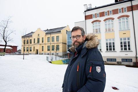 Rektor Mads Furu ved Hammartun skole i Lillehammer bekrefter at fire av elevene ved skolen har fått påvist smitte. Tidligere er det meldt om at en lærer ved skolen er smittet.