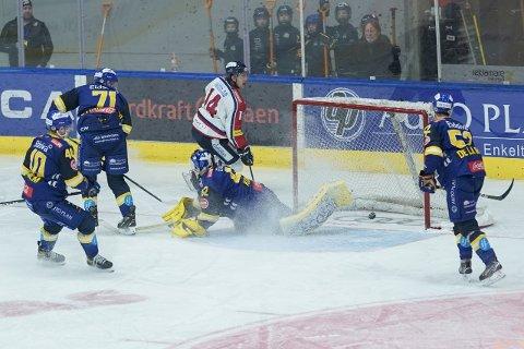 Ben Holmstrom skåret to da Lillehammer og Storhamar møttes i november.