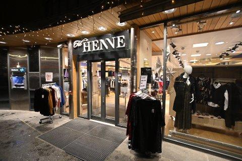 Til Henne i Storgata 56 i Lillehammer, legges ned på nyåret, og det er uvisst om de ansatte får tilbud om ny jobb.