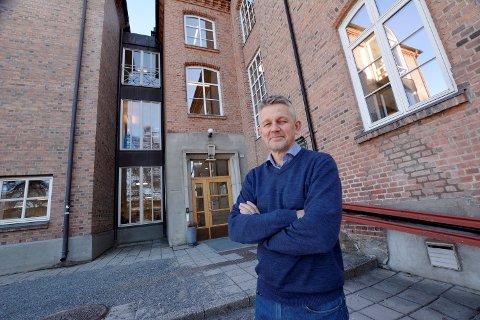 Rektor Terje Storbakken ved Lillehammer videregående skole forteller at de nå jobber for å tilrettelegge i timeplanen for å gjøre det mulig med treningsøkter på dagtid.