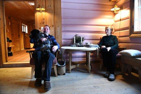 - Det er bare å innse at vi ikke klarer å holde det i hevd lenger. Alderen tynger, sier Ragnhild og Svein Oppegaard i Skåbu. Nå har de lagt ut eiendommen sin for salg til 7,2 millioner kroner. Dyrere har knapt vært solgt i Skåbu.
