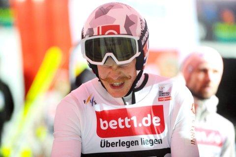 Robert Johansson hadde ikke fullklaff i tirsdagens Raw Air-renn i Lysgårdsbakkene og var ikke helt fornøyd, men henger fortsatt med i sammendraget.