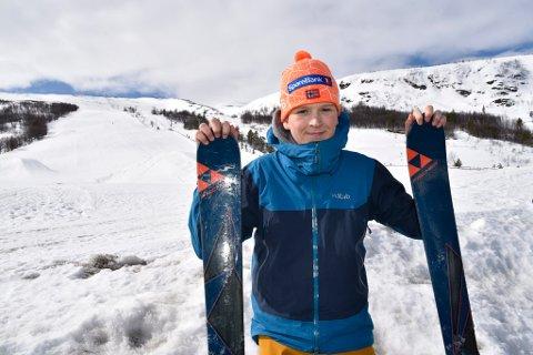 Ola Vole (14) gikk opp hele alpinbakken og rente ned igjen. Han hadde alpinanlegget nesten helt alene.