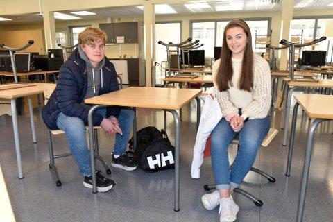 Jakob Sagdalen og Mathilde Sandum Jeilen setter pris på at de endelig kan begynne på skolen igjen.