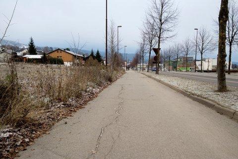 Byggingen av det Vegvesenet kaller en høystandard gang- og sykkelveg langs Gudbrandsdalsvegen starter snart og skal ta drøyt ett år.