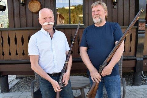 Knut Arild Teigum og Magne Fjøsne er lidenskaplig opptatt av gamle våpen, en kulturhistorie de mer enn gjerne deler med andre.