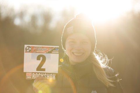 Frida Helena Rønning satser på downhill-sykling. Målet er å bli best i verden. Satsingen kombineres med studier i USA.
