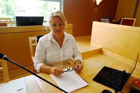 Aktor, statsadvokat Iris Øsp Lydsdottir Storås, mener den overgrepsdømte gudbrandsdølen prøver å tone ned alvoret. Hun ber om at han får 12 års fengsel.