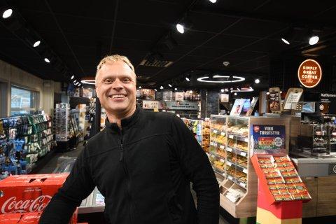 """Svein Tore Nymoen leder Cirkle K på Otta. I året som gikk """"storhandlet"""" han eiendommer i hjembyen - og havnet på topplisten over dyreste eiendomsoverdragelser."""
