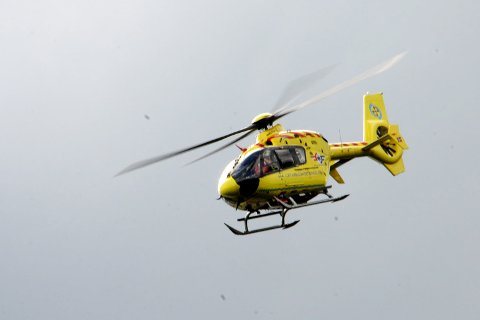 HENTET FJELLVANDRER: En uheldig fotturist ble hentet av luftambulansen i Rondane søndag ettermiddag.