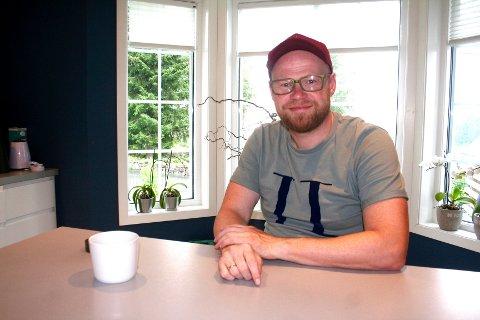DRAMATISK BÅT-OPPLEVELSE: Familiefaren Atle Brobakken forteller om båtulykken han og familien opplevde på Mjøsa for ti år siden.