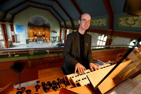 Tim Collins lar ikke koronapandemien stanse ham. Første søndag i juli drar han igang årets sommerkonsertserie i Lillehammer kirke, for 18. året på rad.