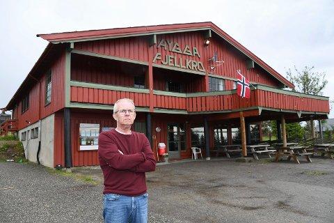 Hardt rammet: Ole Th. Stendahl forteller at han er rammet av kreft. Driveren av Hygga forteller i tillegg om tøffe økonomiske tider for fjellkroa på Ljøsheim.