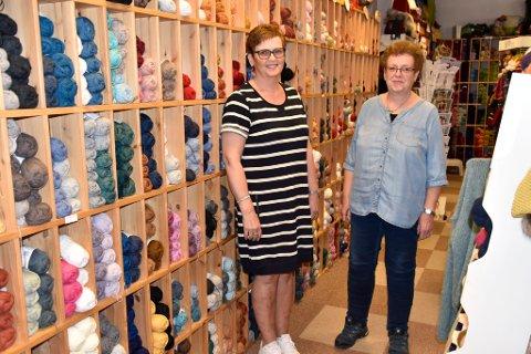 Astrid Lund og Rønnaug Lund planlegger å selge butikken sin på Otta.