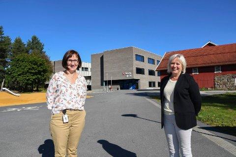 Mener det er plass nok: Rektor Bodil Ellefsæter og skolesjef Anne Kari Thorsrud forteller at det per i dag er 150 ledige plasser ved Moelv skole.