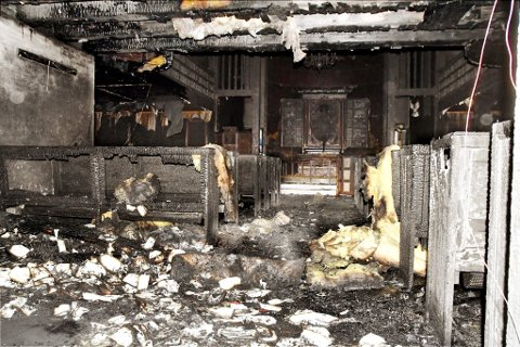 Slik så det ut inne i kirken på Dombås etter brannen. *** Local Caption *** Brann Dombås kirke. Brann Dombås kyrkje