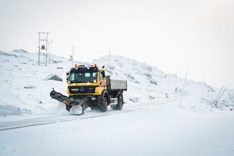 Det kom såpass mye snø at brøytebilen måtte ut igjen.