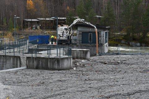 Spørsmålet om Skjåk-bedriften Glasopor  AS må betale for oppryddingen etter flommen i Ottaelva, ble tatt opp i Stortinget.