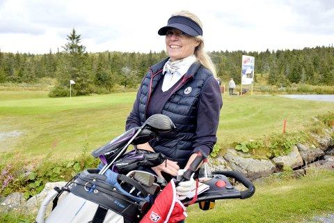 Det lød store gisp blant tilskuerne rundt greenen da Hanne Oppegaard sin golfball trillet i retning flagget.