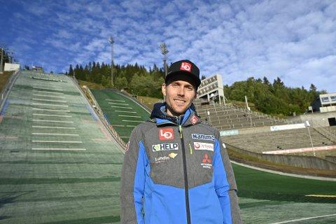 Bjørn Einar Romøren, tilbake i Lillehammer og hoppmiljøet etter kreftsykdommen. Her i Lysgårdsbakkene tirsdag ettermiddag, der han har så mange minner.