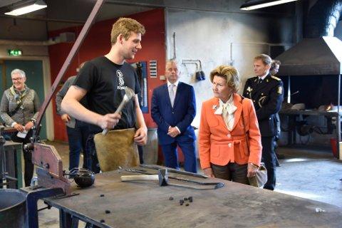 I smia ble Dronningen møtte med sleggeslag og informasjon fra Lennart Hoffmann.