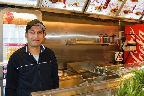 Farhad Almaghare kjemper for å holde liv i Mjøsa Gatekjøkken, som tidligere var kjent som Smuget. Om ikke utstedene åpner igjen, frykter han konkurs.