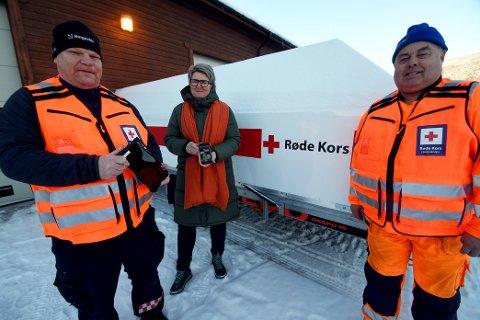 Bjørn Tore Aspen, Anita Stokstad og Hans Spakrud fortel at pengane skal brukast på fem nettbrett for eldre.