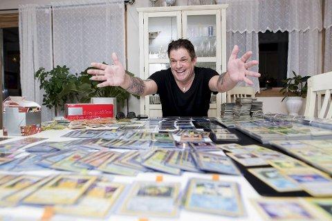 Robert Scott håper at det ligger flere skjulte skatter i samlingen. Foto: Skjalg Ekeland