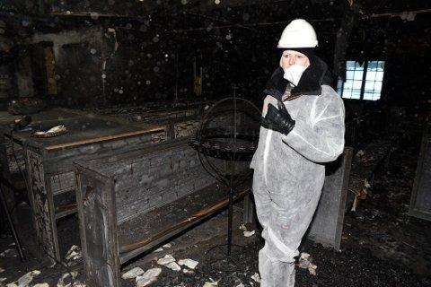 Et trist syn møtte sokneprest Elisabeth Torp da hun mandag for første gang gikk inn i kirkerommet etter den ødeleggende brannen.