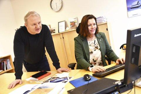 Kommunedirektør Frank Westad og ordfører Mariann Skotte i Lesja kommune kan smile etter salg av kraft.