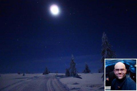 SAVNER MELKEVEIEN: Skal man legge merke til hvordan kunstig lys forstyrrer stjernehimmelen, må man observere det over tid, sier Vegard Rekaa.