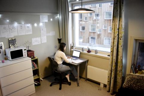 STUDENTLIVET: Startskuddet på studielivet ble ikke slik som Emilie Johannesen hadde sett for seg. Det meste av tiden tilbringer hun alene i hybelen på Olympiaparken.
