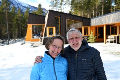 Eva Marie Aasen Eskeland og Halvard Eskeland bygde nytt hus på Dovre i en alder av 65 og 78 år.  SVEIP FOR Å SE FLERE BILDER