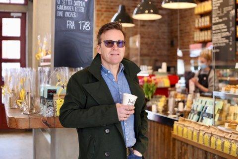 Gausdølen Steinar Paulsrud startet opp Kaffebrenneriet sammen med Thomas Pulpan i 1994. I dag er det å regne som en av landets ledende kaffekjeder.