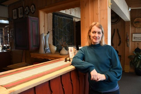 NY SKREKKPÅSKE: Karianne Rustad ved Rustad Hotell og Fjellstue på Sjusjøen opplever at avbestillingene renner inn. Nå stenger hun trolig i påsken. Igjen.