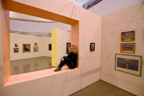 Konservator Cecilie Skeide presenterer Lillehammer Kunstmuseums nye store utstilling av Anna Anchers verk.