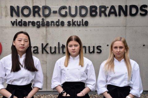 Mari Solheim Brennhaugen, Dina Nathalie Leirmo Myhren og Mari Randen er oppgitt over forslaget som kan medføre at de ikke får videreført sin utdanning ved den videregående skolen på Otta.